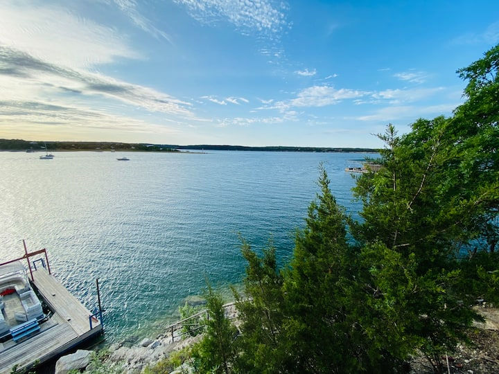 Quiet! Lakefront!  Lake Travis! Private Boat Dock!