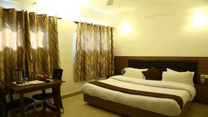 Deluxe Double Room near Gandhi Chowk