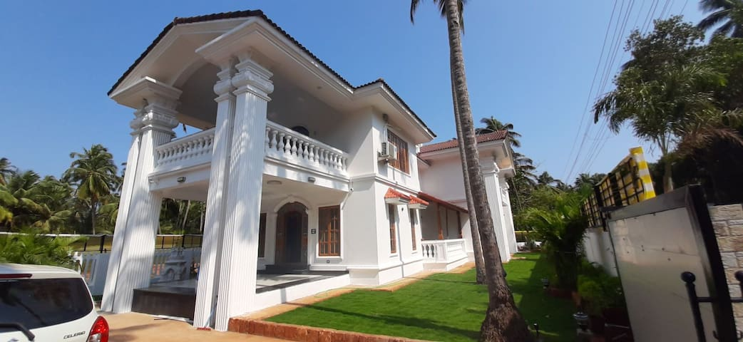 A Luxurious Morden Villa In Morjim