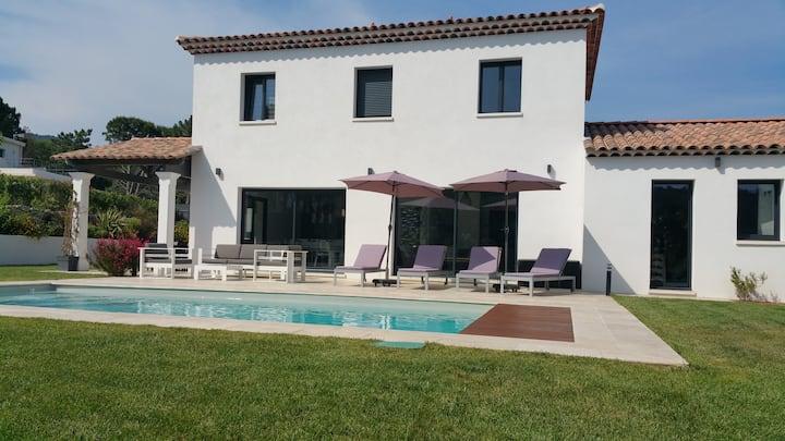 Villa design climatisée avec piscine chauffée