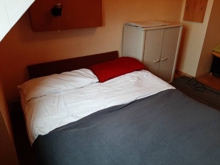 Cosy room right in between Düsseldorf AND Essen