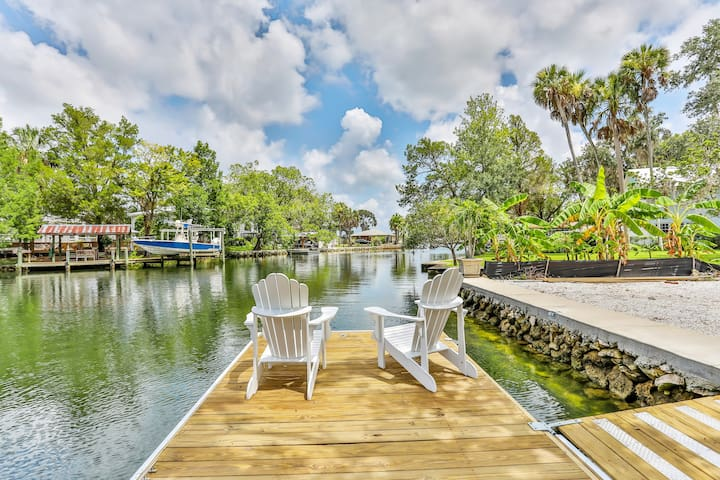Stones Throw Riverhouse and Private Dock