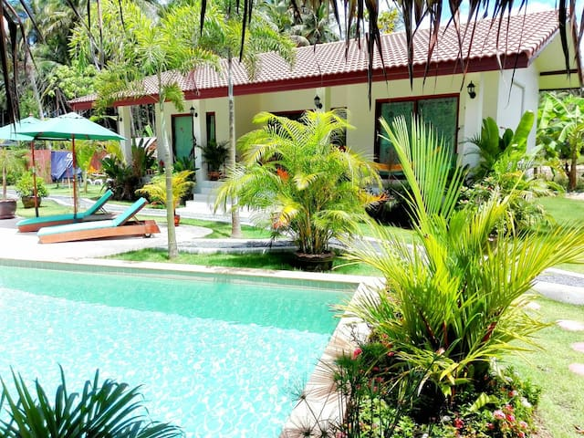Pretty FAMILY HOUSE  2 BR in a tropical garden
