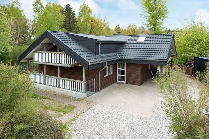 Ruim vakantiehuis in Fårvang met een zwembad