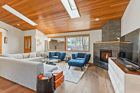 New listing! Lovely, spacious home w/ SHARC access - shared pool, hot tub, more!