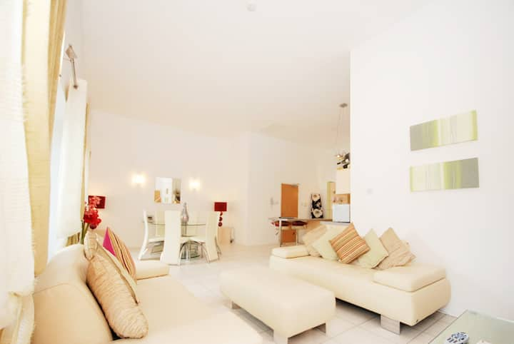 EPI - 1.5 Bed En-suite Mill House Penthouse