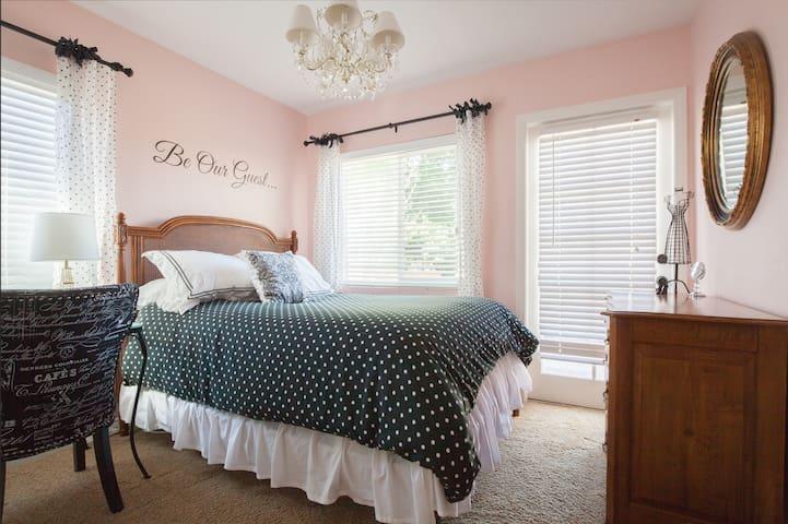 Homestay in Point Loma 1 bedroom/shared bath/db - San Diego