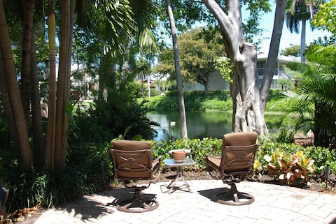 Little Gem By 5th Ave and Beach w/Patio Old Naples