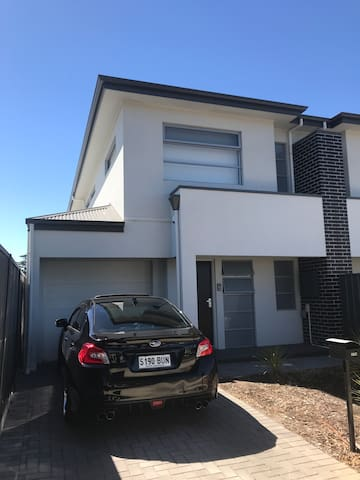 Townhouse close to Beach and city