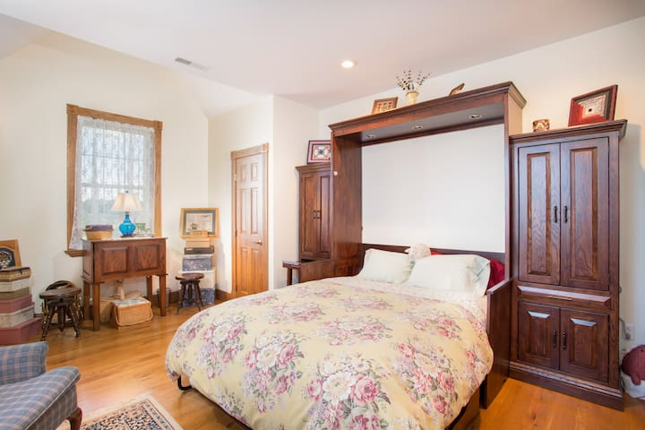 Luftberg Farm B&B  Ash Room (1 of 5) - Butler - Bed & Breakfast