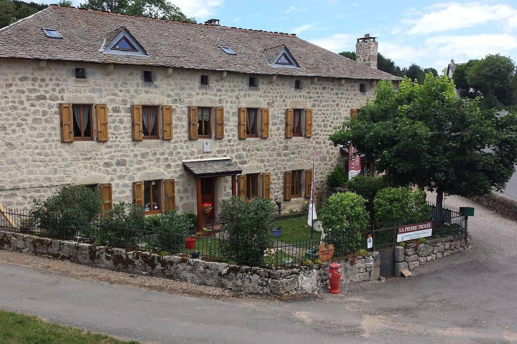 Chambres d 39 h tes la pierre trou e in ch teauneuf de - Chateauneuf en auxois chambre d hotes ...