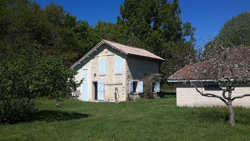 Maison de campagne, prairie arborée - Étauliers