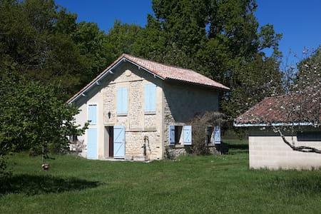 Maison de campagne, prairie arborée - Étauliers - Casa