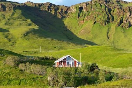 Ásendi Cottage - Vík