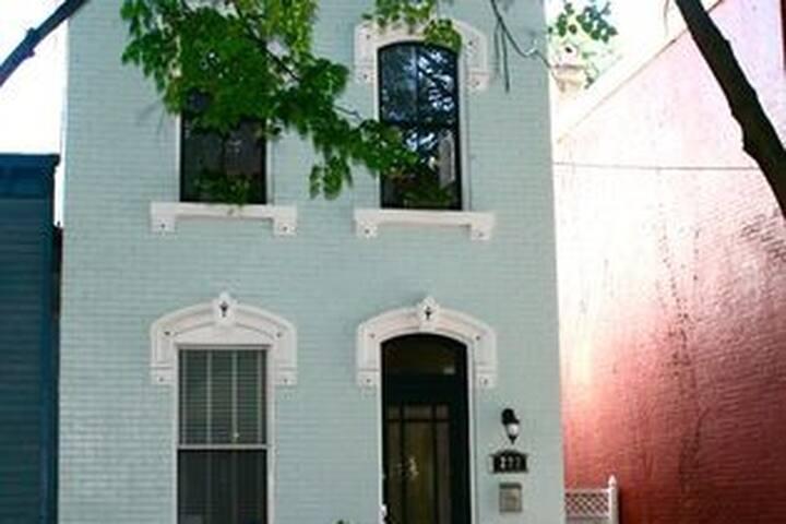 Beautiful Covington Row House!!