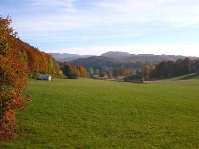 Paysage d'automne sur les crêtes