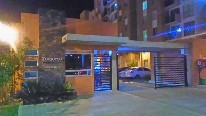 "Entrada principal apartamento No. 302 torre1A ""Parque Residencial Turquesa""."
