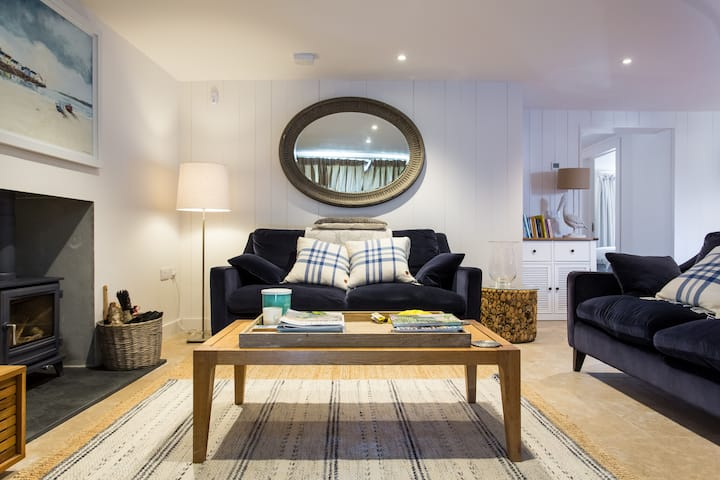 The Booty - Luxury 2 Bed, Central Salcombe