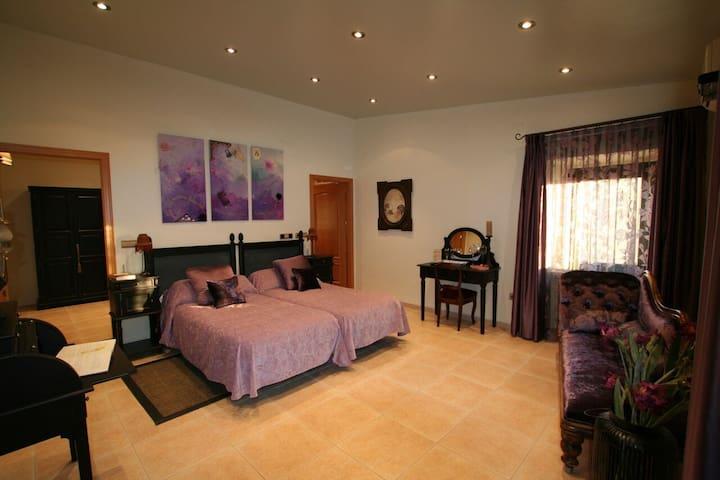Suite Romantica Hotel Masia Familiar (Josephine B) - Mollet de Peralada - Apartment