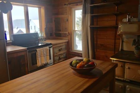 Cozy Adirondack Farmhouse - Lake Placid