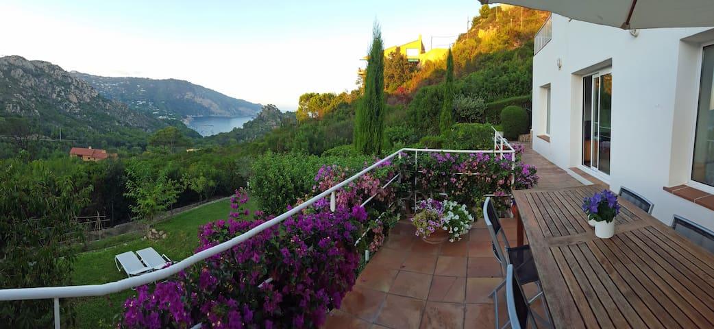 Loft con terraza y jardín. Aiguablava Playa-BEGUR