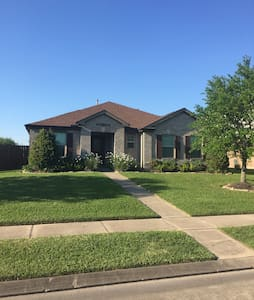 Spacious home in quiet neighborhood - League City - Talo