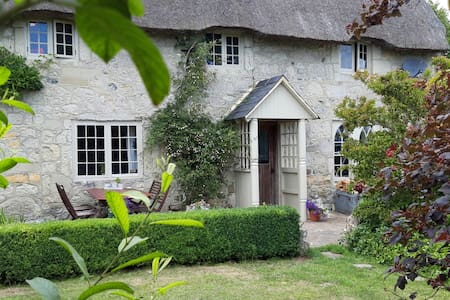Classic Niton Farmhouse in AONB