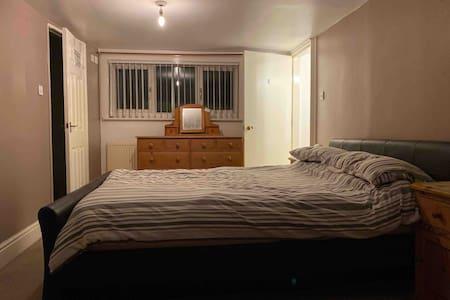 Double attic bedroom with en-suite shower room.