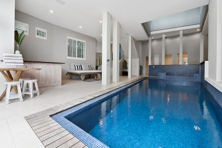 Magnificent Beachfront House, Noosa - Castaways Beach