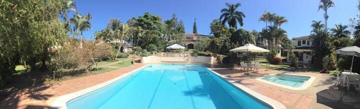Linda Casa Campestre en condominio Miraflores