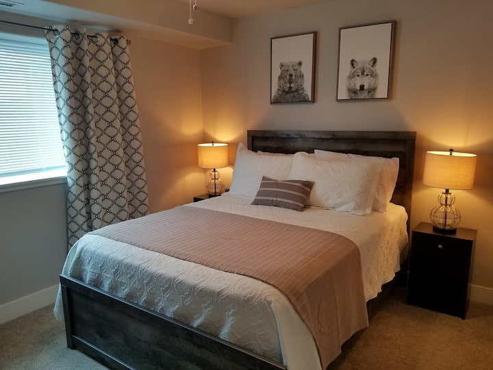 Cozy Downtown Suite-Close to Ski-Walk to Springs