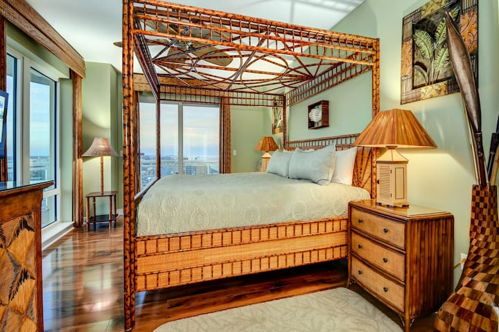 3rd Bedroom with King Canopy Bed