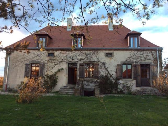 Bourgogne, maison ancienne pleine de charme