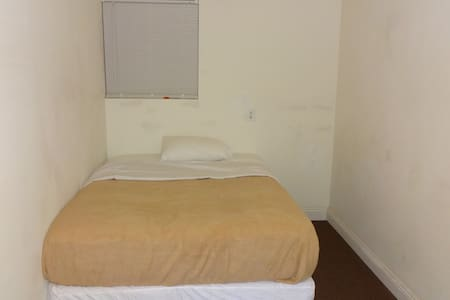 West Hills Guest House-Cute & Cozy Lowest Price5 - Los Angeles - Hus