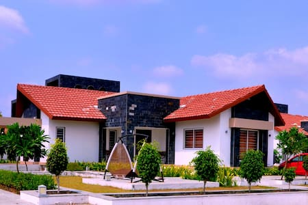 Luxurious Farmhouse with all modern facilities. - Rajkot - Bungalow