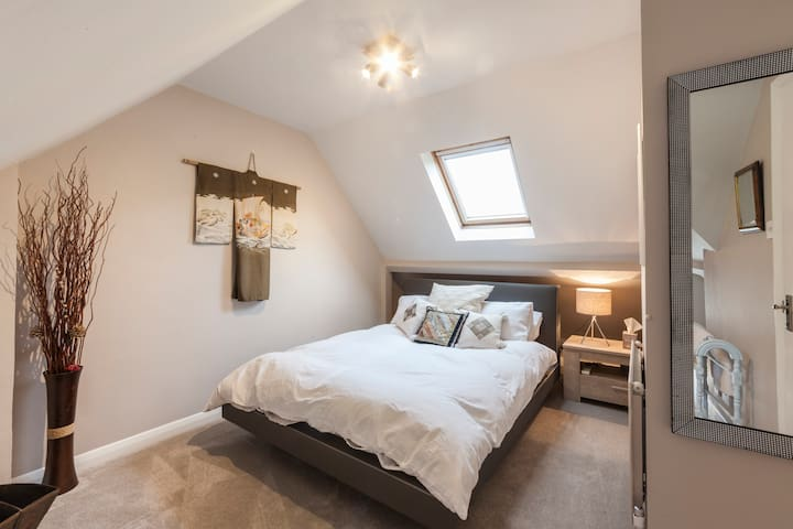 Framley Court -  Light and Airy Attic Bedroom