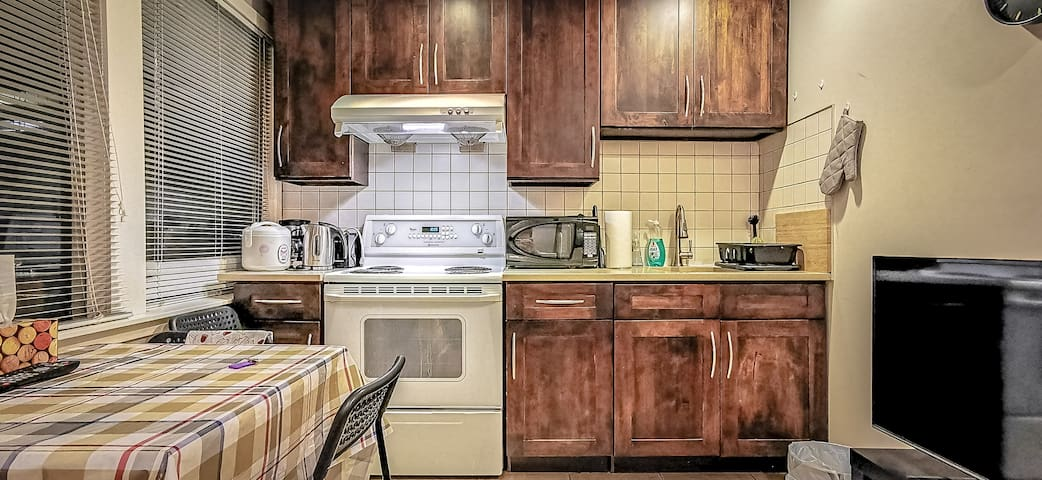 Private 2 BDR Suite Near UBC & Point Grey
