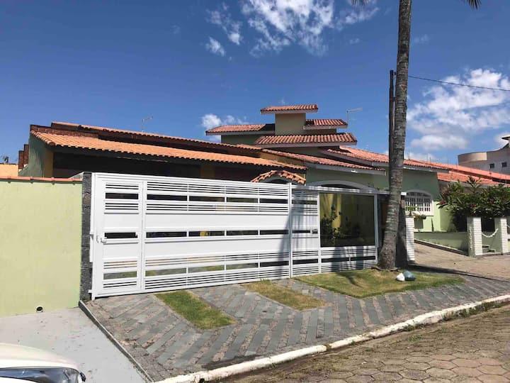Casa Bairro Nobre c/ Piscina 300m do Mar c/ Wi-Fi