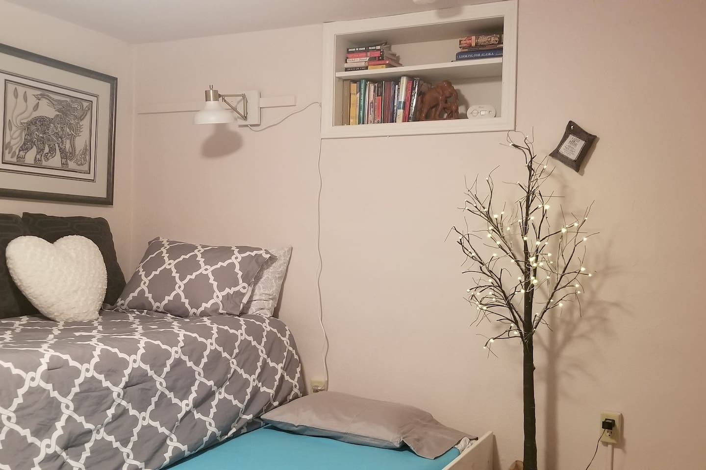 The Elephant Room has lots of good lighting for those who like to read in bed at night or students who need to study;)