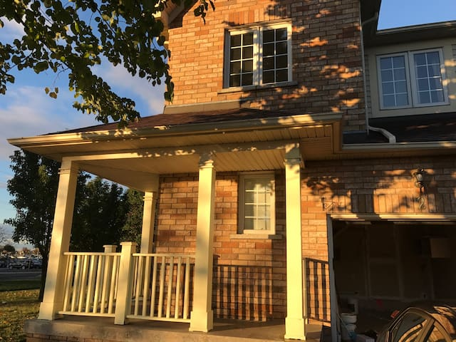 House by the Lake (3bdrm Near GO Station) - Toronto - Townhouse