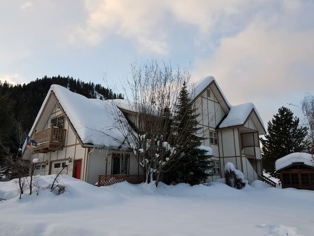 Spacious Mountain Home Close to Town - Leavenworth - Dom