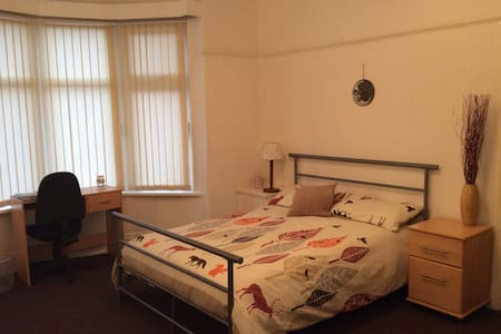 Well Presented Room Available - Stretford