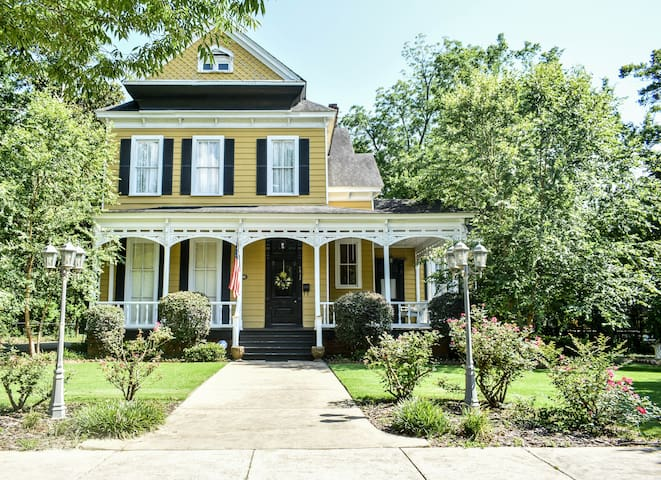 ⭐️Ft. Benning Mansion! Sleeps 12! Love Pets⭐️