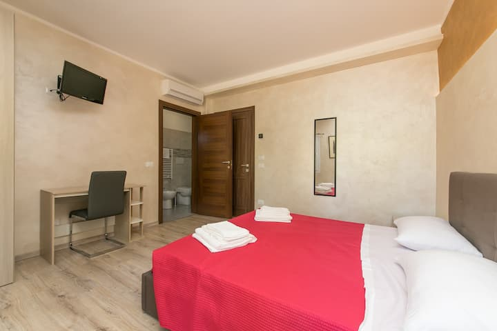 RED LION VENEZIA Guest House Free Parking 1