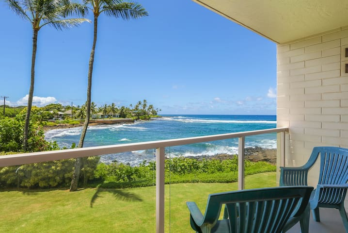 Poipu oceanfront condo with A/C! Sleeps 4!
