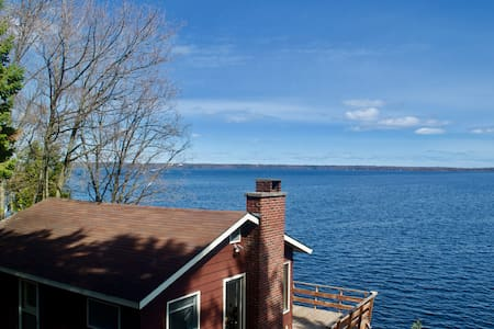 The Cottage on Lake Ontario