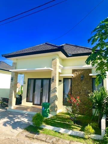 Cozy and comfortable  House Near Senggigi Beach