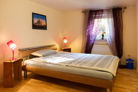 nice room with own bathroom&floor, central - Bonn - Talo