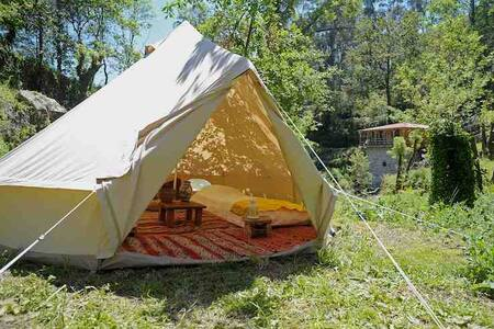 Bell tent surrounded by nature - เต็นท์