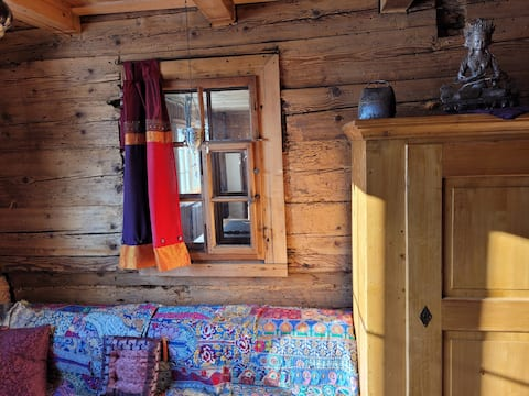 Romantic chalet in the ski and hiking area, near public transport